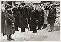Prins Bernhard salueert en leden van het Nederlandse kabinet bij aankomst van ko, Bestanddeelnr 012-0070.jpg