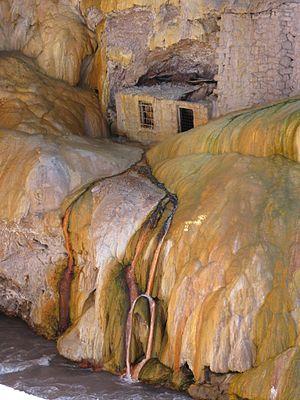 Puente del Inca - Abandoned spa building at Puente de Inca