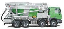 Camion betoniera con braccio a getto