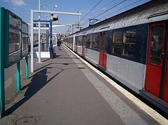 La Varenne - Chennevières Station - Image: RER A Gare La Varenne 3