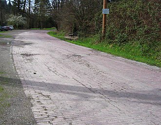 Washington State Route 522 - Image: Red brick road surviving fragment