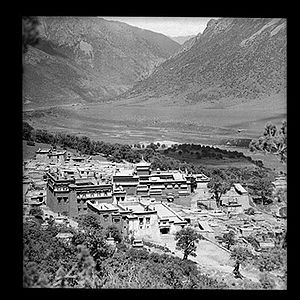 Reting Monastery - Reting Monastery in 1950 before its destruction. The main temple and assembly hall are in the centre of the complex topped by a gilded roof. Photo taken by Hugh Edward Richardson.
