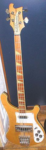 Un basso Rickenbacker modello 4001