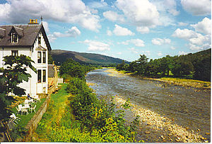 River Dee from Ballater Bridge. - geograph.org.uk - 116200.jpg