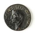 Romerskt bronsmynt med Augustus, 11-12 - Skoklosters slott - 110683.tif