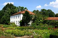 Rosengarten an der Isar und Gärtnerhaus.jpg