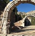 Roser Juanola al monestir d'Escaladei.jpg