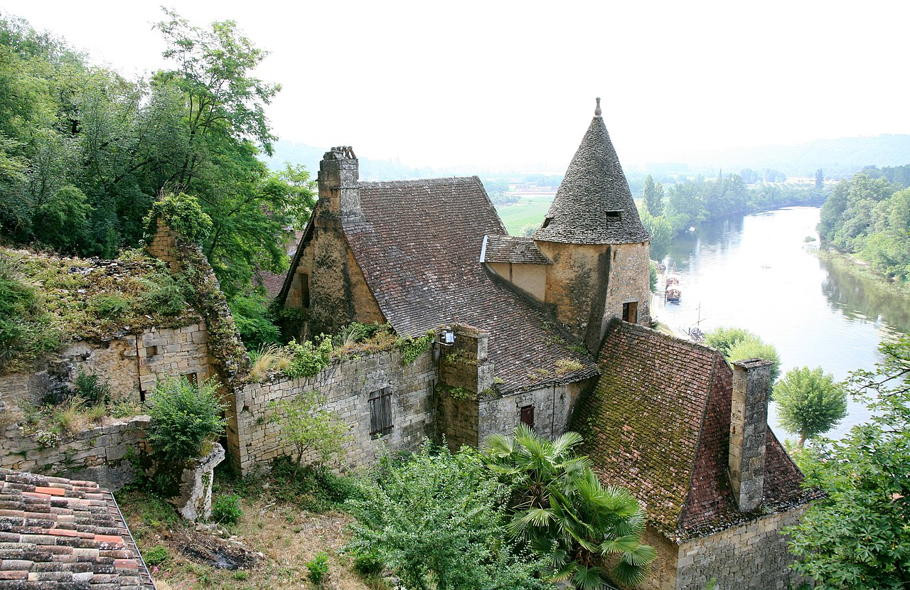 Pin by sue stokke on chateaus and castles pinterest for Castles to stay in france