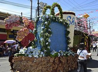 Kadayawan Festival - Image: S&R Floral Float