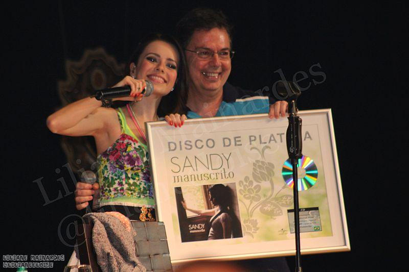 Ficheiro:Sandy Turnê 2010-2.jpg