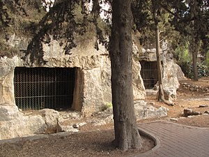 Tombs of the Sanhedrin - Other rock-cut tombs in Sanhedria Park