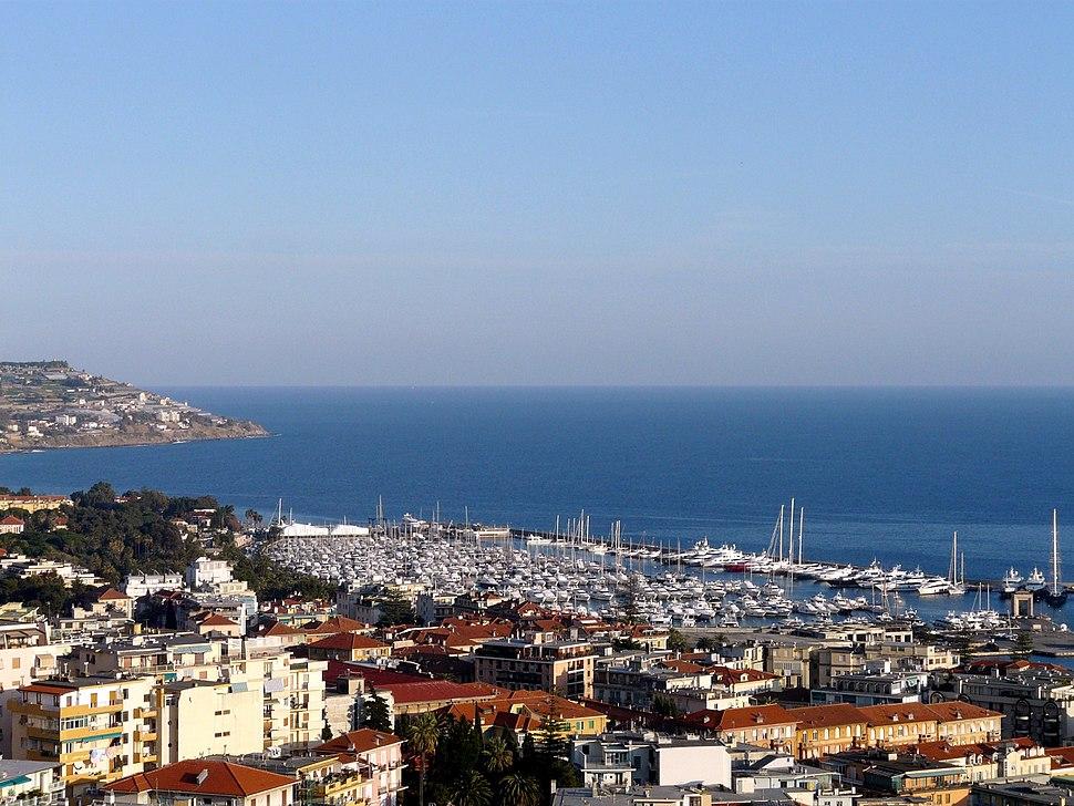 Sanremo-panorama città e porto dal santuario madonna della costa1
