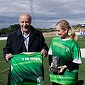 Saque de honor del II Torneo de Fútbol Cadete Villa de Alalpardo que homenajea a Vicente del Bosque (33613156403).jpg