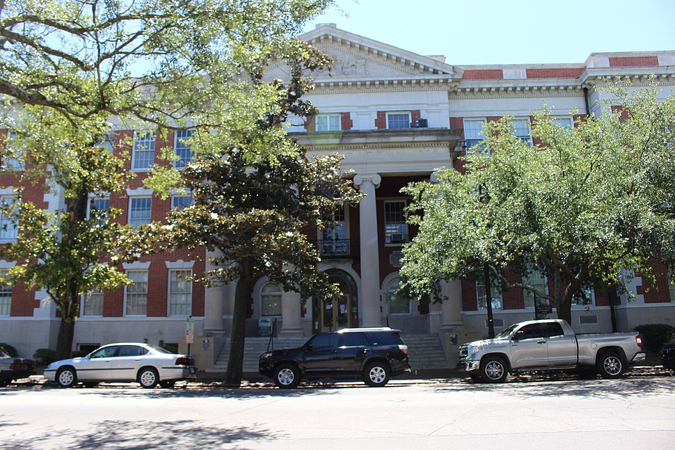 Savannah-Chatham County Public School System building