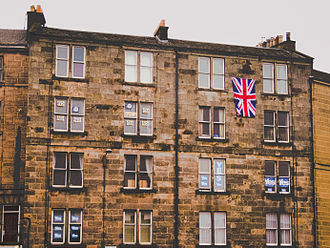 Scottish independence referendum, 2014 - Tenement block in Leith with both Yes and No referendum posters and Union flag