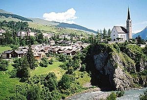 Le village de Scuol et l'Inn.