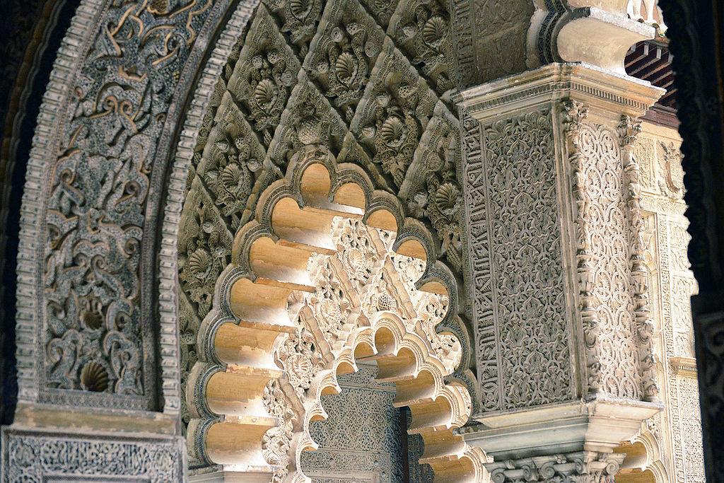 Détail architectural du Palais Real Alcazar de Séville – Photo de Harvey Barrison