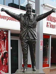 Estatua ante el estadio del Liverpool F.C.
