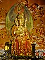Singapore Buddha Tooth Relic Temple Innen Vordere Gebetshalle 20.jpg