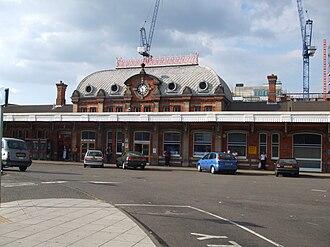 Slough railway station - Image: Slough station building