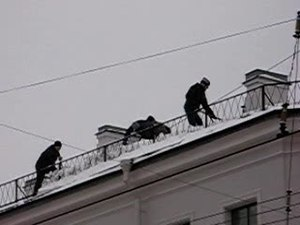 File:Snow removal from roof.ogv