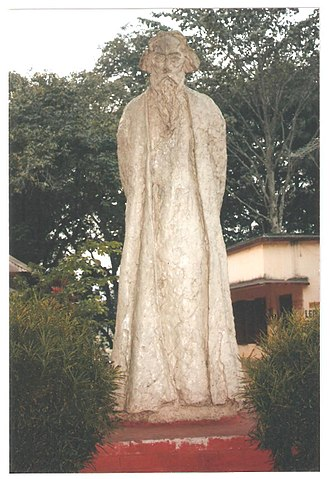 Birbhum district - Statue of Rabindranath Tagore by K P Krishnakumar at Amar Kutir
