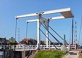 Stavoren. Brug over de Stadsgracht bij het Havenkantoor. 31-05-2021 (actm.).jpg