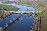 Stuw- en sluizencomplex Grave luchtfoto (04).JPG
