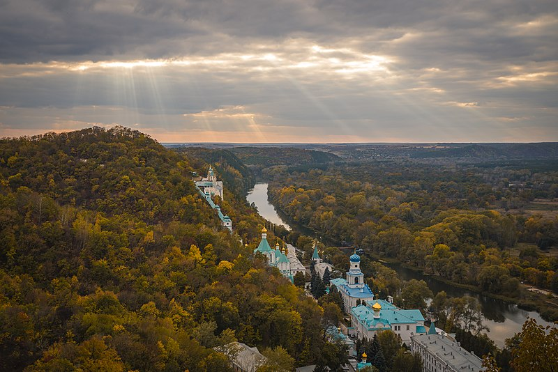 Святогірська лавра. Найкраще фото міжнародного етапу Wiki Loves Monuments 2014. Автор фото: Костянтин Брижниченко, вільна ліцензія cc by-sa 4.0