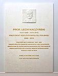 Tablica Lech Kaczyński hol główny Sejmu.jpg