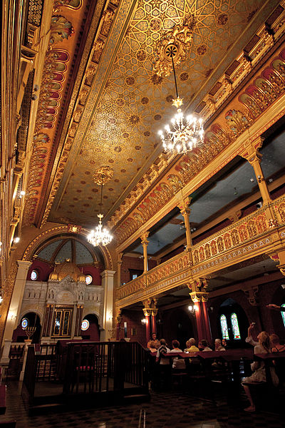 Intérieur de la synagogue Tempel, l'étage était déstiné aux femmes. Photo de Dgies
