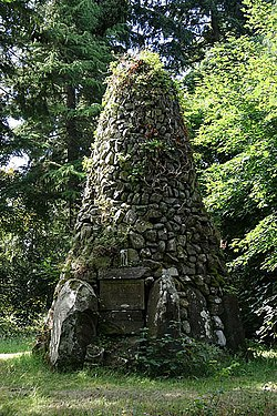 The Covenanters Monument at Philiphaugh - geograph.org.uk - 1396174