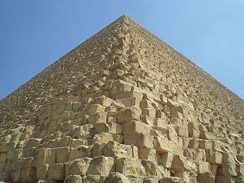Photo of the Great Pyramid of Giza, the last o...