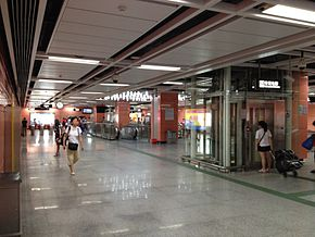 Tonghe Station Concourse.JPG
