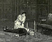 Тело мужчины лежит на спине, женщина с распятием в руке стоит на коленях над ним.  По бокам его головы ставят свечу.