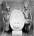 Tropenmuseum Royal Tropical Institute Objectnumber 60008829 Twee Carib-indianen tonen het wapensc.jpg