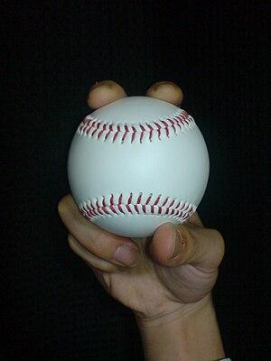 two-seam fastball 日本語: ツーシームの握り