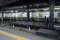 Ueno station 13.5 platform entrance.jpg