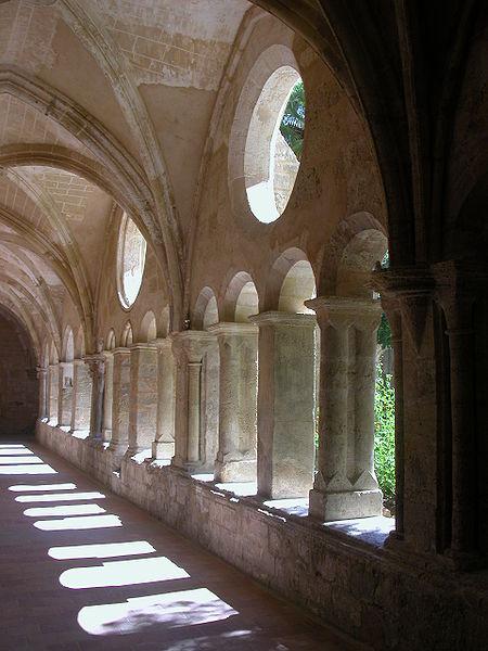 Fichier:Valmagne abbaye cloitre 1.jpg