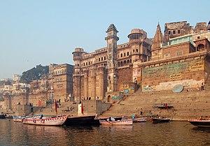 English: Varanasi, India as seen from Ganga river.