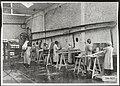 Verniskamer van de aardewerkfabriek van Société Céramique te Maastricht, Bestanddeelnr 256-5037.jpg