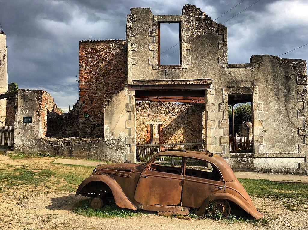 1024px-Village_martyr_d'Oradour-sur-Glan