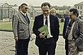 Visite de Mr Bichat et du secrétaire d'état à la recherche à l'INRA de Versailles-14-cliche Jean Weber.jpg