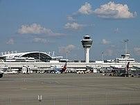 {{de|Vorfeld des Flughafen Münchens}}