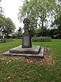 War Memorial at Thornhill Road Gardens.jpg
