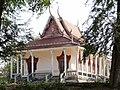 Wat Kampong Tralach Leu Vihara 06.jpg