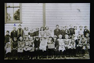 "Walter Breuning - Walter Breuning in seventh grade, second from left, top row with blue ""x"", October 1907"