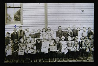 """Walter Breuning - Walter Breuning in seventh grade, second from left, top row with blue """"x"""", October 1907"""