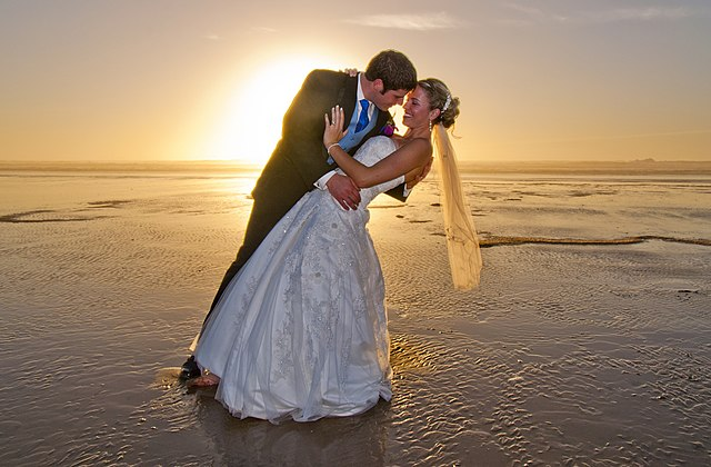 Brudpar på stranden