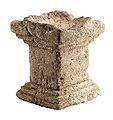 Wijaltaar in kalksteen, 100 tot 200 NC, vindplaats- Tongeren, Kielenstraat, 2006, werkput 1, spoor 463 (afvalkuil), laag 1, collectie Gallo-Romeins Museum Tongeren, GRM 9514.jpg